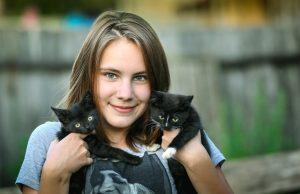 Pige med killinger